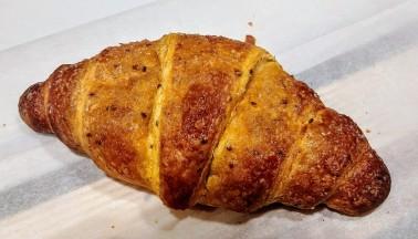 Dolcevita opera croissant carota semi di chia