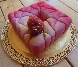 Dolcevita opera torta fragola