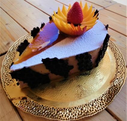 Dolcevita opera torta goccia con fragola2
