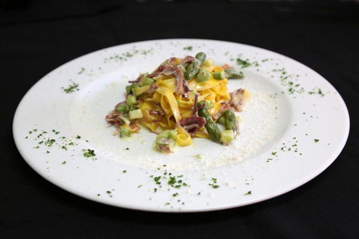 il casale primo piatto tagliatelle asparagi culatello
